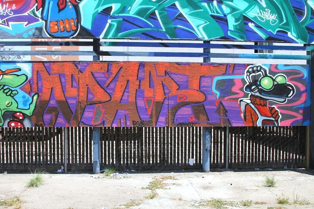 Blue_lot_dtsa_santa_ana_street_art_4